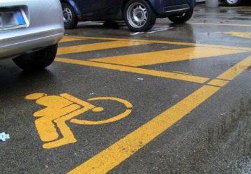 """Riposto, stalli portatori di handicap nelle scuole occupati dai genitori. Il consigliere di Fratelli d'Italia - AN, D'Urso, indignato: """"sanzioni pesanti subito"""""""