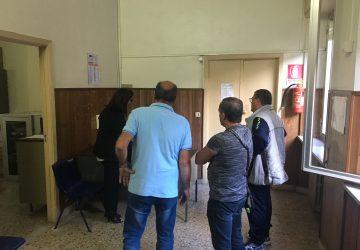 """Quartiere Satellite nel degrado, residenti protestano all'Ufficio Tecnico. L'assessore D'Urso: """"Ci vediamo giovedì prossimo"""" VIDEO"""