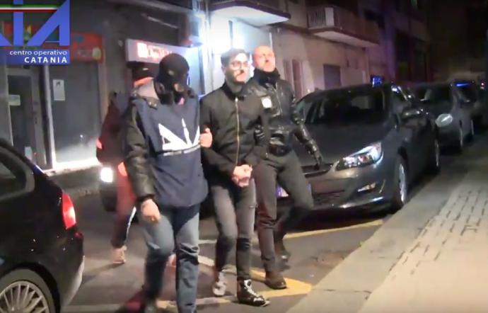 Arrestate 16 persone tra imprenditori e funzionari che si occupano di rifiuti e importanti referenti delle consorterie mafiose