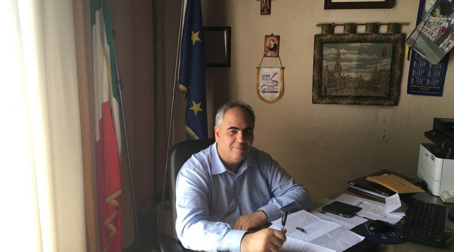 Giarre, visita istituzionale del capitano Rosati. Il presidente del Consiglio Longo attacca il sindaco