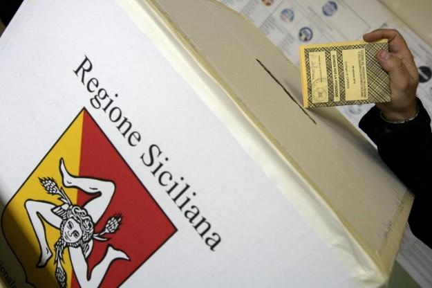 La Sicilia oggi al voto, polemica sullo spoglio e sul rischio brogli `