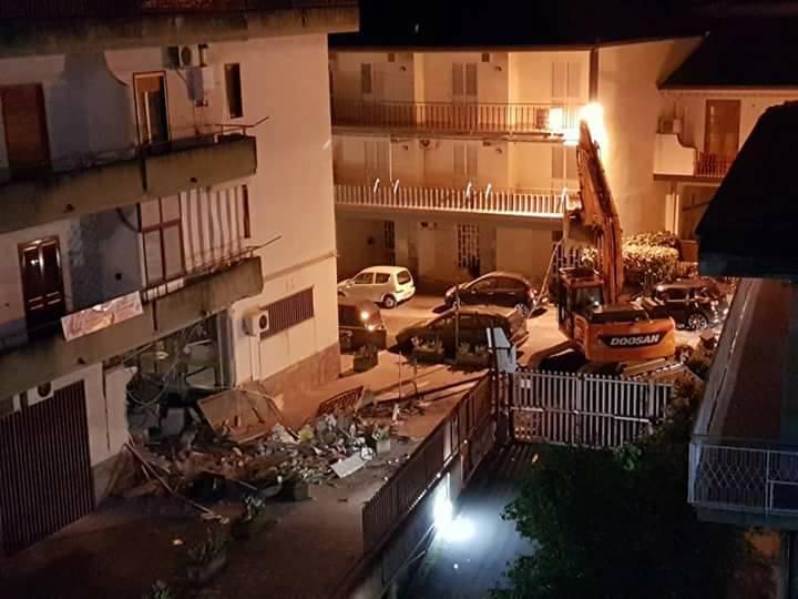 Camporotondo Etneo, in azione la banda dell'escavatore: ennesimo postamat scardinato