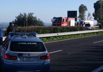 A18, incidente nei pressi di Taormina. Intervento dei vigili del fuoco