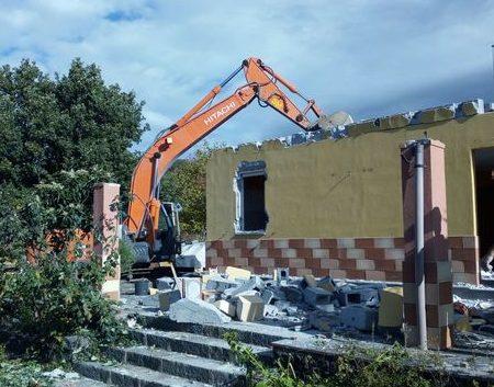 Villetta abusiva nel parco dell'Etna: oggi al via la demolizione