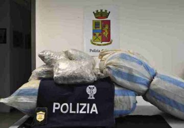 Catania, sequestrati dalla polizia 45 chili di marijuana: in manette tre corrieri