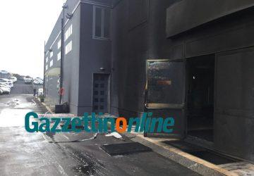 Incendio alla concessionaria Opel. Intervento nella notte dei vigili del fuoco VIDEO - FOTO