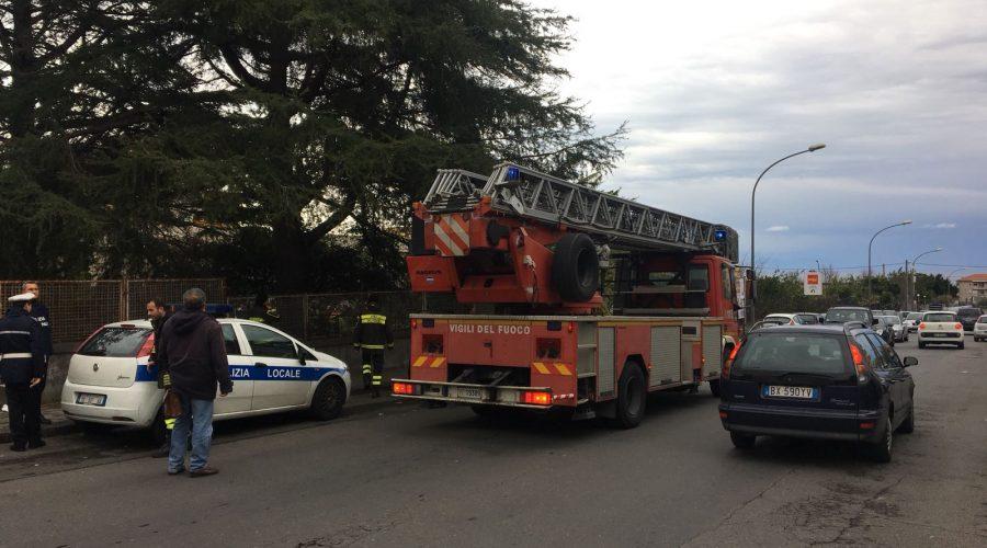 Giarre, interventi di messa in sicurezza dei vigili del fuoco VIDEO