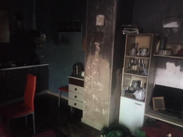 Inferno di fuoco a Giarre: incendi in un deposito di pedane e in un'abitazione VIDEO