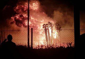 Vasto incendio a Marina di Cottone, ingenti danni nella riserva del Fiumefreddo e in due vivai  VIDEO - FOTO