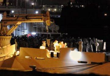 Catania, arrivata al porto la nave con i superstiti del naufragio di Tripoli