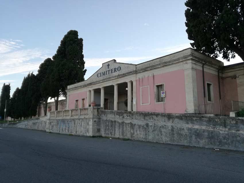 Cimitero di Riposto, accessi in sicurezza nel rispetto del Protocollo Covid