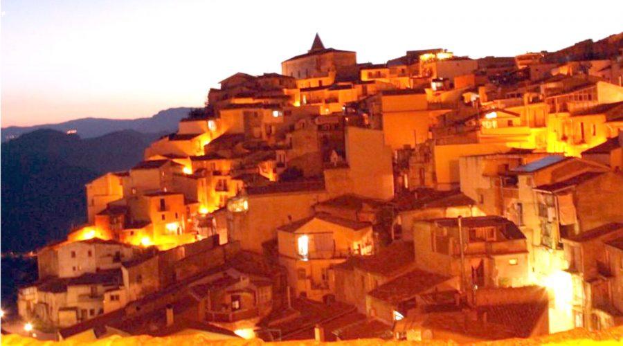 """Taormina, Giardini Naxos e Motta Camastra """"al lume di candela"""""""