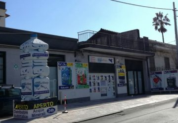 Apre a Giarre AcquaShop: il primo distributore automatico self service h24 di acqua minerale