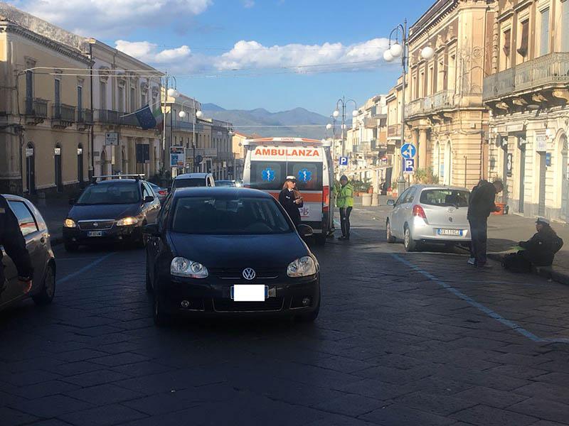 Giarre, anziana investita da un'auto in via Callipoli