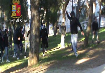 Assaltarono furgone con ultras del Cosenza: Daspo per 8 anni a cinque catanesi