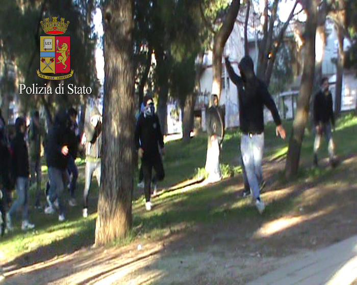 Fidelis Andria-Catania: arrestati tre tifosi pugliesi