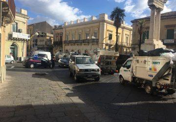Clamorosa protesta dei netturbini a Giarre: traffico paralizzato. Tensioni in via Luminaria VIDEO