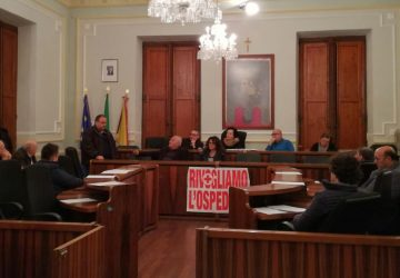 A Riposto il Consiglio approva mozione sull'Ospedale di Giarre ma senza illusioni