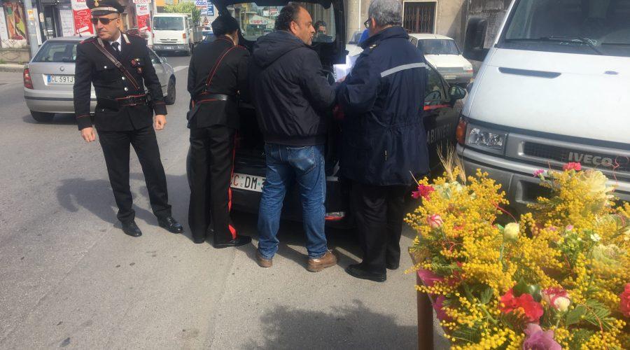 "Giarre, operazione ambulanti: 4 denunciati. I venditori pronti a denunciare l'Asp: ""Niente analisi sulla merce in vendita"" VIDEO"