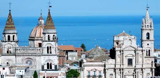 Diocesi di Acireale: dispenser gel a chiese per le messe