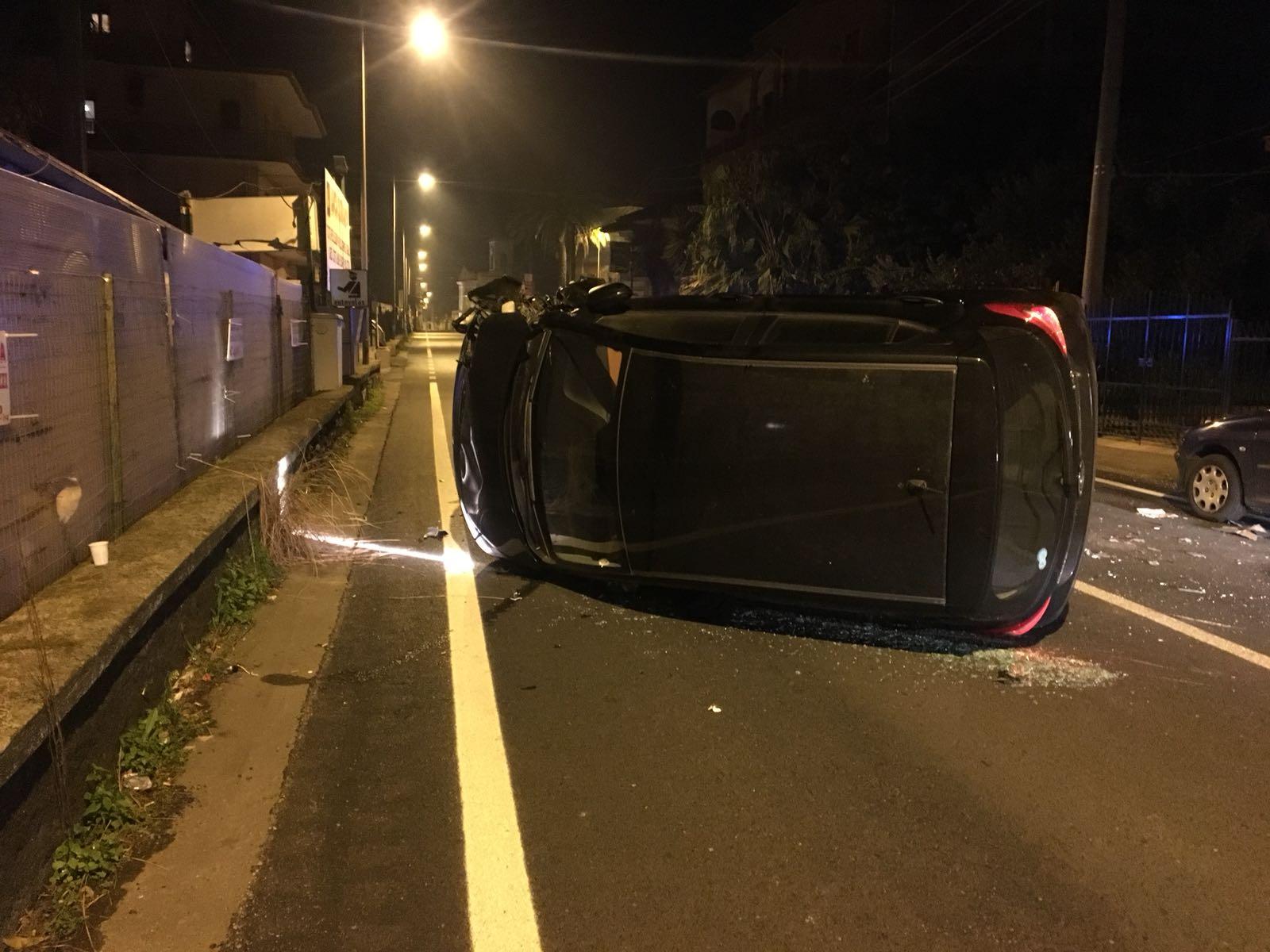 Calatabiano: auto si ribalta sulla Statale. Un ferito VIDEO