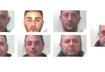 Operazione dei carabinieri: arrestati in 7 per estorsione. Sotto scacco le farmacie di Mascalucia FOTO