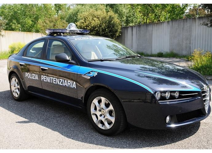 Palagonia, detenuto fugge da mezzo della polizia penitenziaria