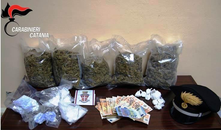 Catania, beccato con 2 kg di marijuana e mezzo kg di cocaina: insospettabile in manette