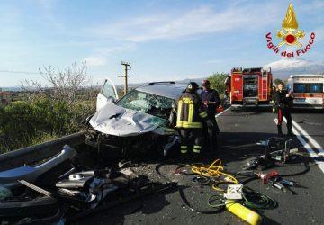 Paternò , tragico incidente stradale: un morto e tre feriti