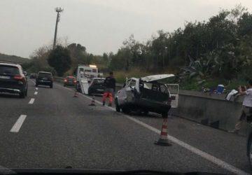Acireale, incidente sulla A18 coinvolte due auto. Nessun ferito