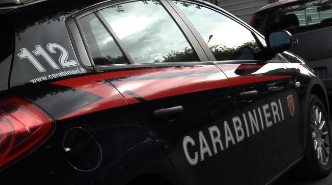 Catania, arrestato pusher in via della Concordia: usava come deposito della droga un'auto abbandonata
