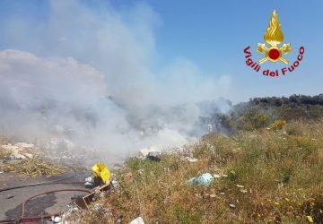 Misterbianco, vasto incendio a Lineri, in fiamme due ettari di terreno