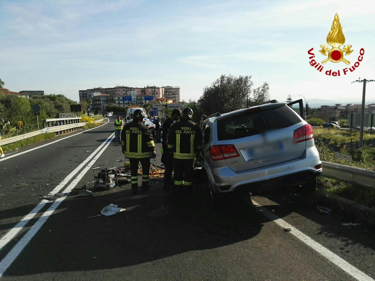 Paternò, tremendo scontro tra due auto: morta donna di Biancavilla