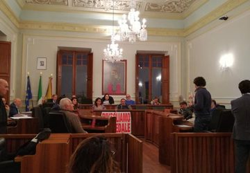 Riposto: il Consiglio comunale si spacca sulla Tari depositi agricoli