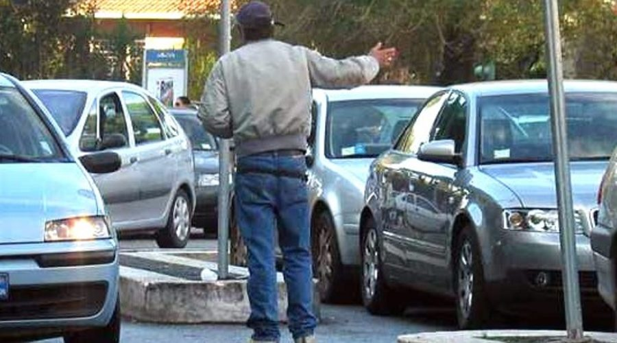 Catania, ancora parcheggiatori abusivi nel mirino della polizia