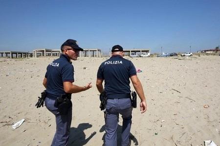 Omicidio a Catania cadavere sul lungomare della Plaia