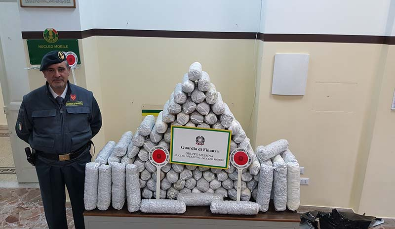 """Arrestato corriere della droga. Sequestrati oltre di 56 chili di """"marijuana"""" VIDEO"""