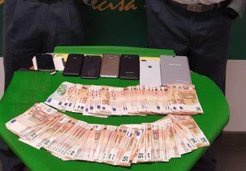 Fontanarossa, sequestrati ad una passeggera nigeriana 8 mila euro e prodotti elettronici di illecita provenienza