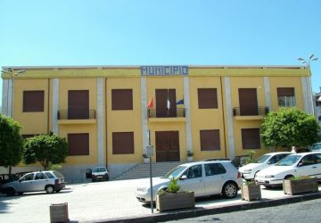 Santa Venerina: acceso Consiglio comunale aperto sull'intitolazione dell'Istituto Comprensivo