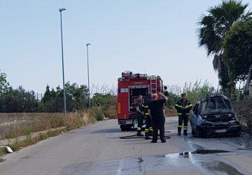 Riposto, a fuoco Punto in sosta sulla via Filosto