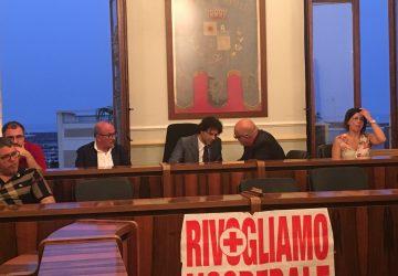 Riposto, insediato il nuovo Consiglio comunale. Eletto Presidente Saro Cerra. Tensioni in aula con la Di Guardo