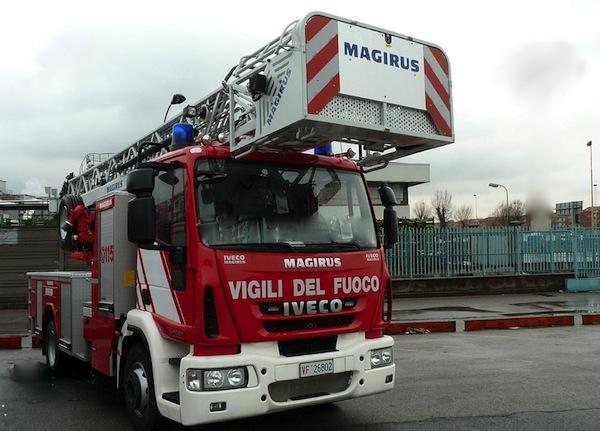 Catania, paura al Villaggio Sant'Agata per incendio in mansarda