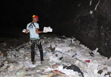 """Belpasso, scoperta grotta usata come discarica di posta. Il sindaco Motta: """"Fatto gravissimo"""""""