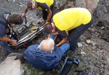 Etna, si infortuna a quota 2200 metri: paternese soccorso dal Sagf