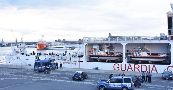 Catania, nave Diciotti: al via lo sbarco dei migranti
