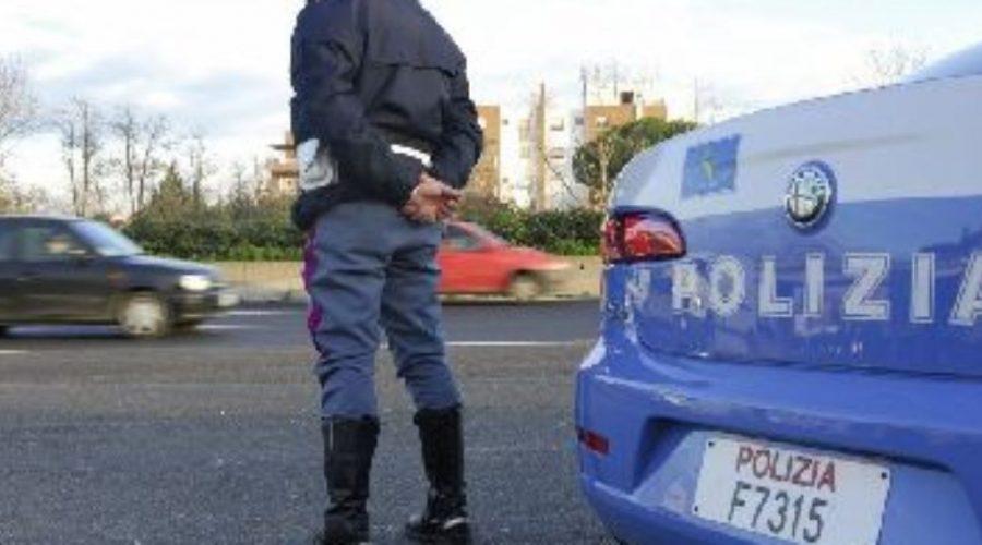 Caltagirone, tenta di sfuggire a in posto di controllo e travolge agenti della Polstrada