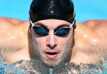 Accessori per lo sport: l'importanza di scegliere i giusti occhialini da nuoto