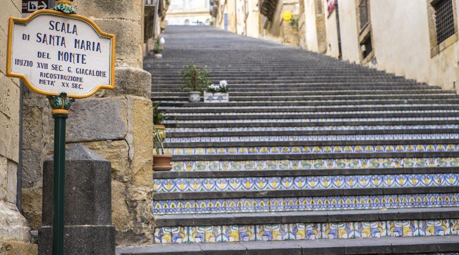 La scala di Caltagirone ricorda Don Puglisi