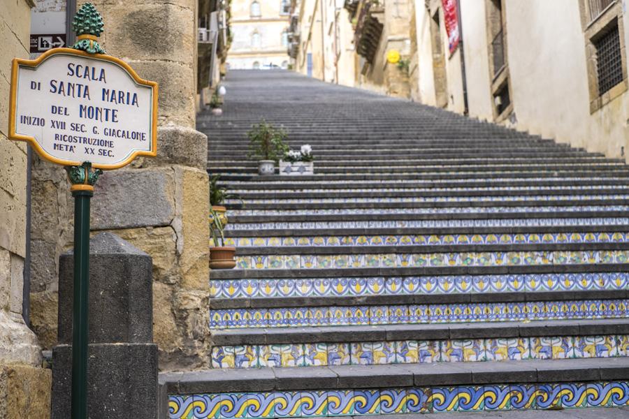 La scala di caltagirone ricorda don puglisi - Giardini di bacco caltagirone ...