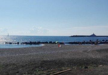 Bonifica post Ferragosto, ripulite le spiagge di Fondachello e Sant'Anna